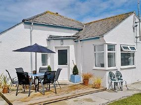 Mawgan Porth Dog friendly Self-catering Watergate Bay